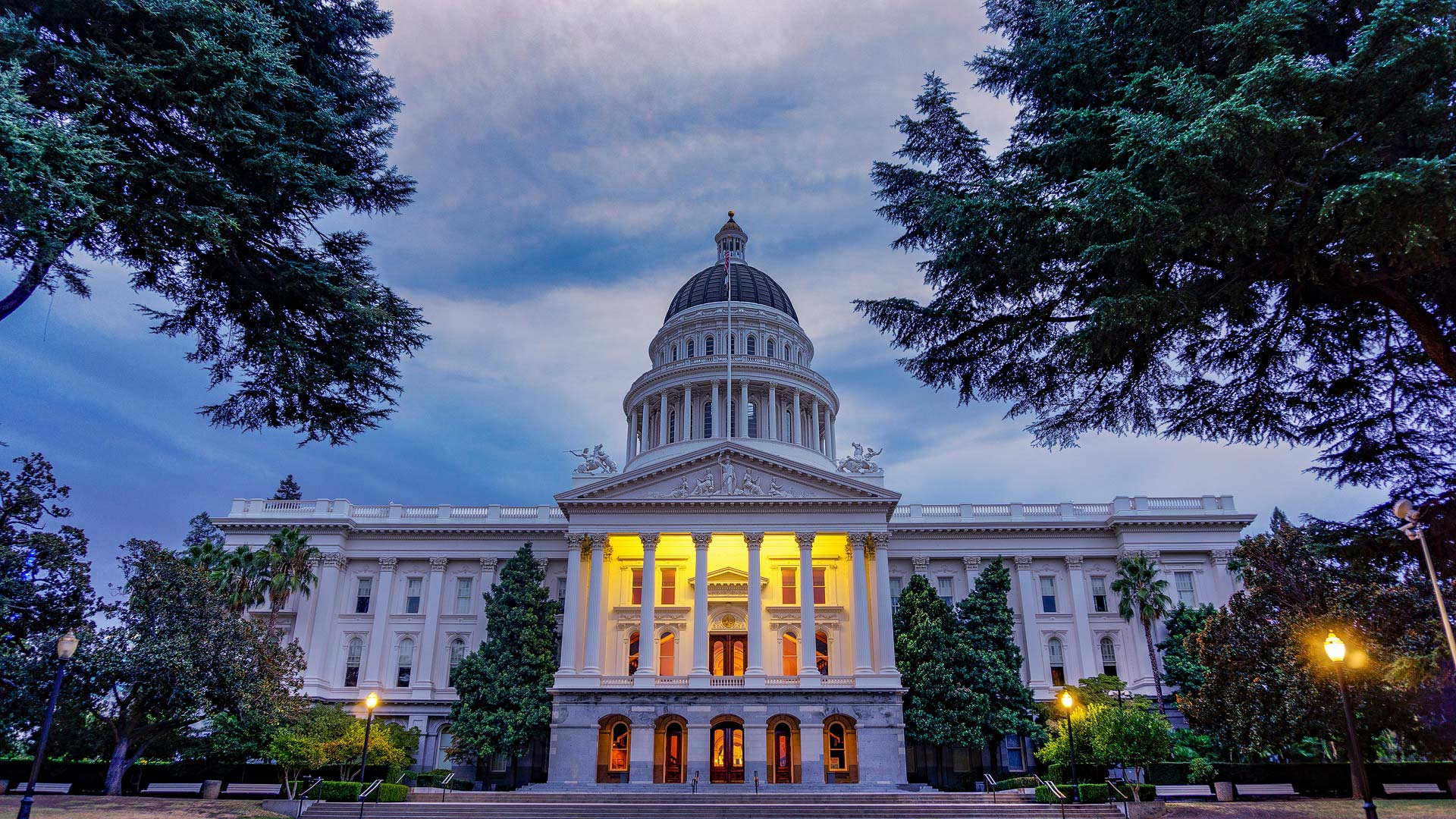Photo of California State Capitol building.